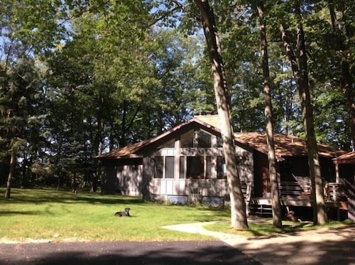 5 Bedroom, 4 Bathroom With Portage Lake Views And Beach Access