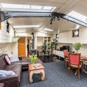 Authentic Houseboat With Comfort & Privacy