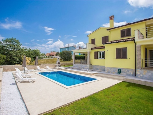Modern Holiday Home With Private Pool, Near Labin and 6 km From the Beach