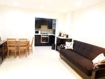 SS Property Hub - Apartment close to Hyde Park