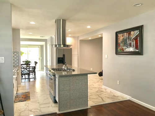 Newly Remodeled Home in Anaheim, 8 Minutes to Disneyland & Anaheim Convention!