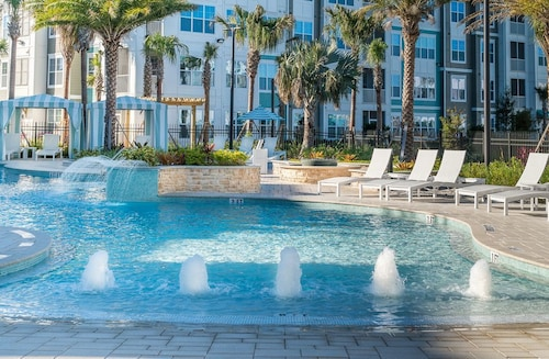 Great Place to stay Wow!! Luxury Condo ALL Attractions 13min TO Orlando EYE near Orlando