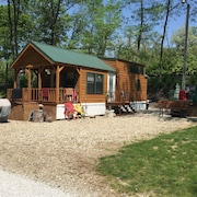 Cabin Sleeps 6 Great For Fishing For The Family! Has Bikes And Boats Too