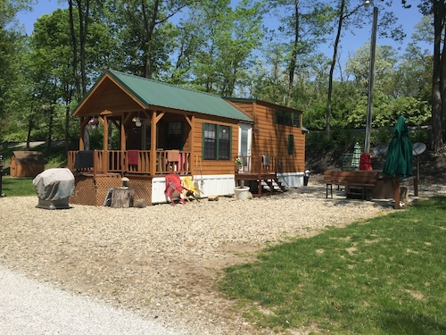 Cabin Sleeps 4 Great For Fishing For The Family! Has Bikes And Boats Too