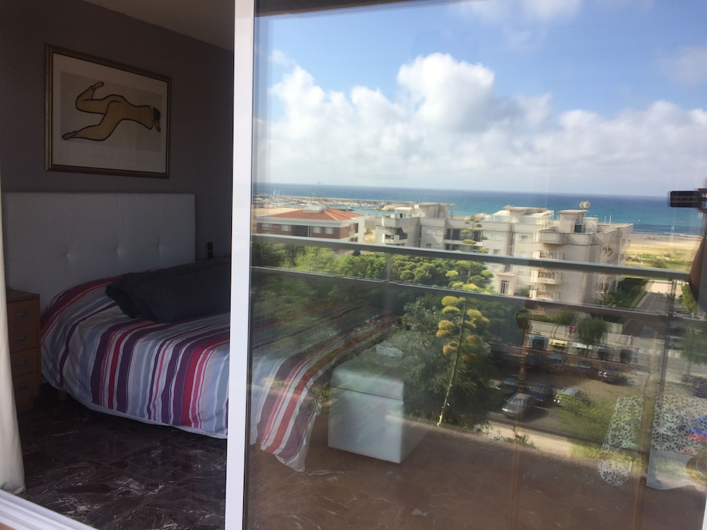 Room, 200m a Flat Facing the sea of Coma Ruga Family With Wifi, bed of 160