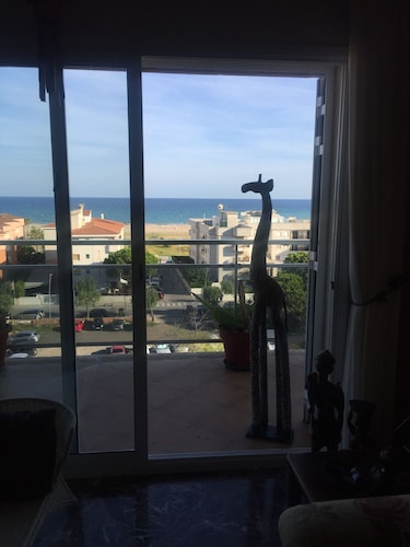 200m a Flat Facing the sea of Coma Ruga Family With Wifi, bed of 160