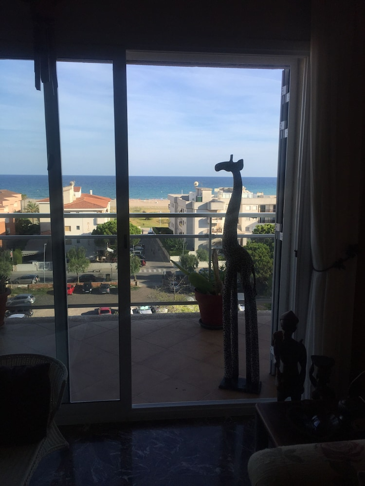 , 200m a Flat Facing the sea of Coma Ruga Family With Wifi, bed of 160