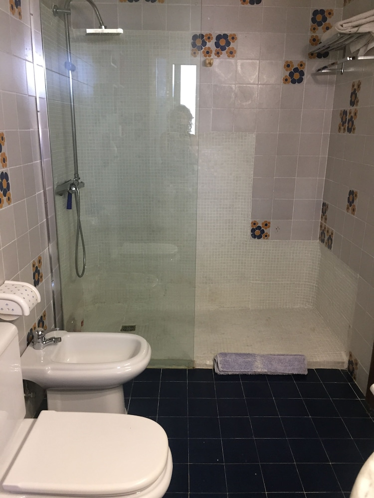 Bathroom, 200m a Flat Facing the sea of Coma Ruga Family With Wifi, bed of 160