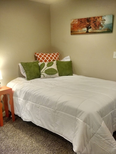Remodeled Creekside Suite in Downtown Manitou Springs