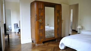 3 chambres, rideaux occultants, fer et planche à repasser