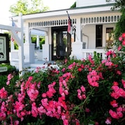 Magnolia Cottage Exquisite Private Cottage in Heart of Old Town Manteo!