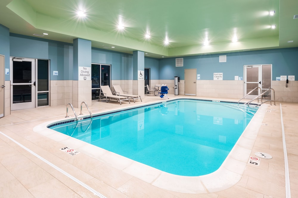 Pool, Holiday Inn Express & Suites St. Louis - Chesterfield