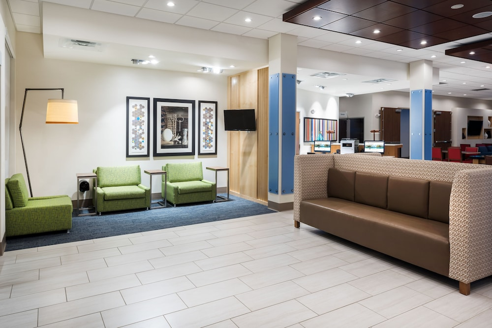 Lobby, Holiday Inn Express & Suites St. Louis - Chesterfield