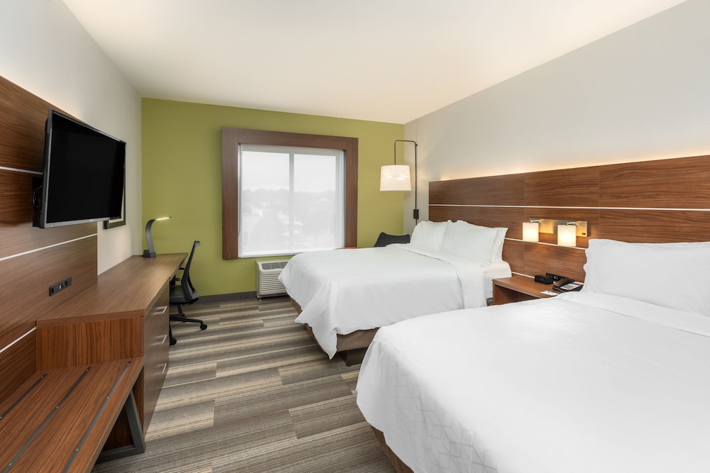 Room, Holiday Inn Express & Suites St. Louis - Chesterfield