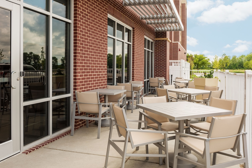 Terrace/Patio, Holiday Inn Express & Suites St. Louis - Chesterfield