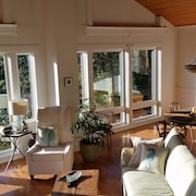Seaglass, Oceanview Retreat - Secluded Irish Beach, Wi-fi, Private Beach Access
