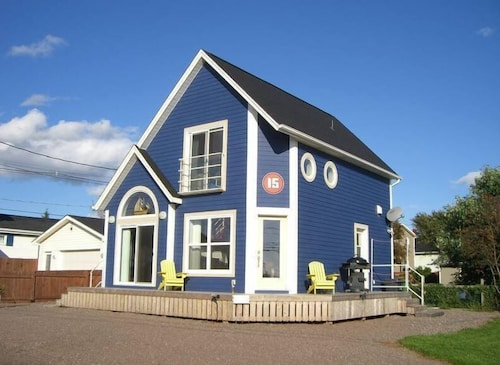 4 Star Property On Summerside's Boardwalk Only 59 Steps To The Beach!