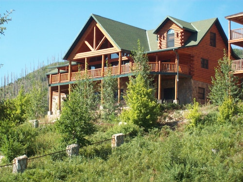 Large Family Oriented Cabin, Built for Easy Living and People who Love to Cook