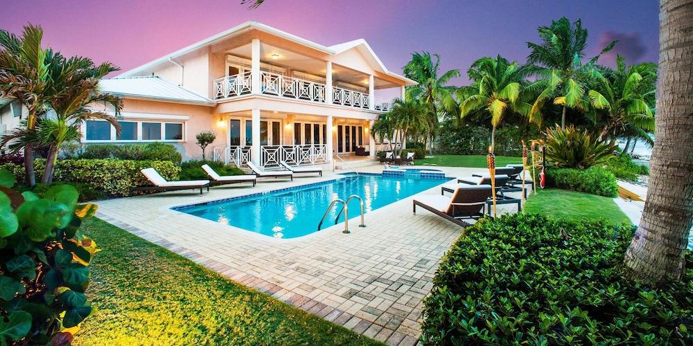 Grand Cayman Villas >> Villa Amarone By Grand Cayman Villas Condos In George Town Hotel