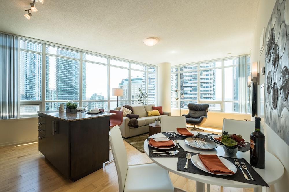 QuickStay   Premium 2bdrm Downtown Condo In Toronto | Hotel Rates U0026 Reviews  On Orbitz