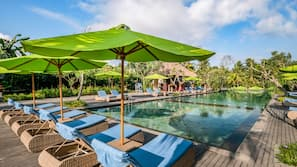 3 outdoor pools, pool umbrellas, sun loungers