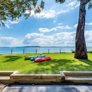 Brand new Modern Waterfront and Beachfront Apartment Port Stephens Free Kayaks