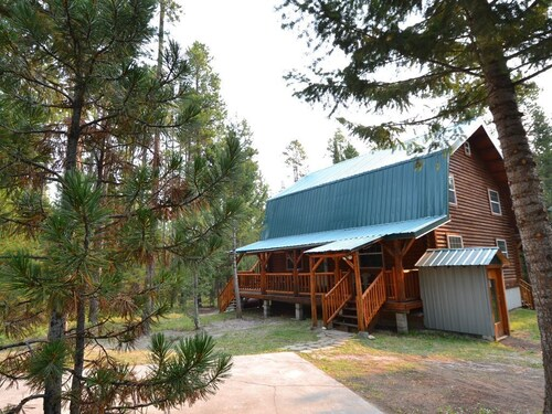 Henrys Lake Retreat Satellite TV Free Wifi Quiet Wooded LOT 25 Minutes TO Yellowstone