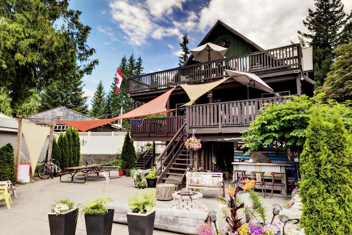 Cedar Lake House Alpine Village Resort Mara Lake Bc In Swansea Point Expedia