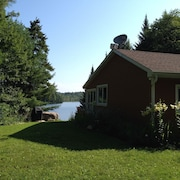 Beautiful Lakefront Cottage With Guest House in Dunany, 1 Hour North of Montreal