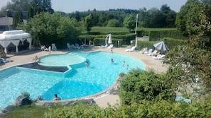 季節性室外泳池;09:00 至 18:00 開放;免費小屋、泳池傘