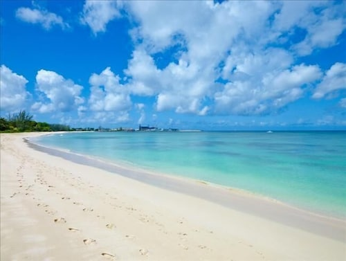 Beach, Enjoy A Peaceful Vacation Steps Away From a Pristine Beach On The West Coast