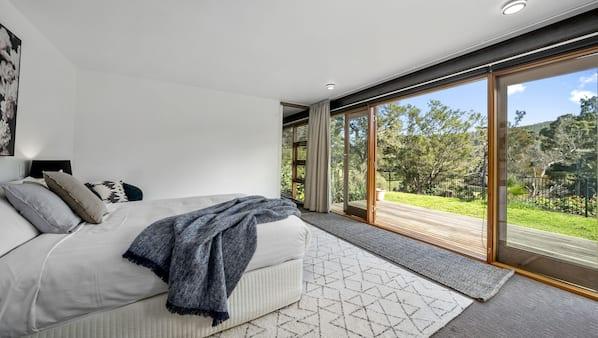 4 bedrooms, desk, cots/infant beds, travel cot