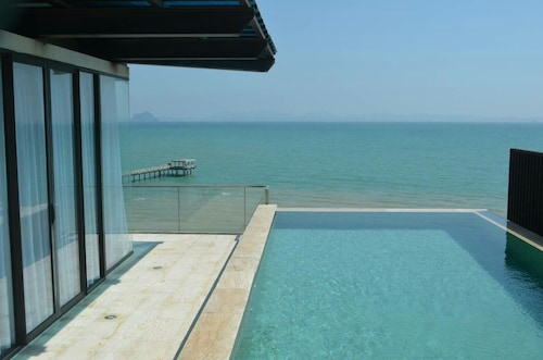 Tananza Pool Villa Siray Phuket