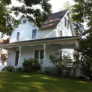 Furnished 4 Bedroom Home In Center Of Lakeville 200 Feet From Town Beach