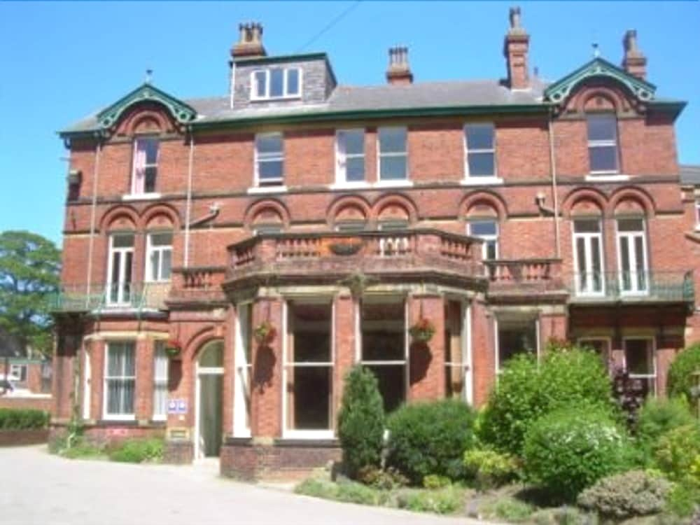 Featured Image, Green Gables Hotel Scarborough