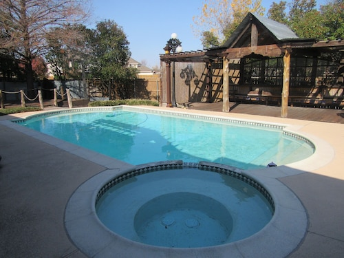 Cozy Rowlett Getaway With Pool