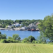 Large Waterfront Home. Walk to Town, Stunning Harbor Views, In-law Suite