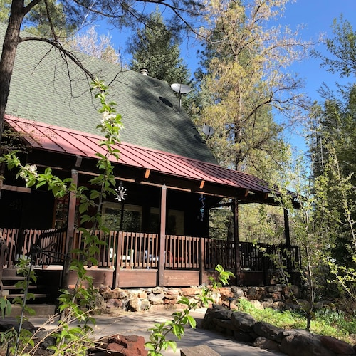 Oak Creek Canyon Cabin Getaway - Peaceful Retreat in Sedona - Bear Howard Cabin