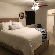 Newly Renovated 1-story Spacious Las Vegas Vacation Home w/ new Furniture Beds