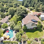 8.5 Acre Private Estate, Pool, Hot Tub, Spectacular Views & Total Privacy