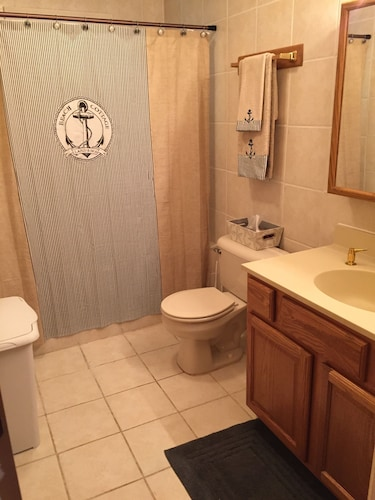 Bathroom, 3 Bedroom 3 Bath Home Close To Star Point Marina On Beautiful Dale Hollow Lake