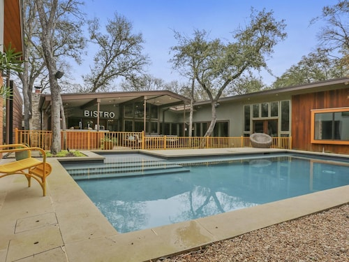 Great Place to stay Luxurious 5bed-5bath Home - Pool, Guest House & Outdoor Chef Kitchen Walk to ACL near Austin