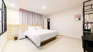 高級寢具、羽絨被、特厚豪華床墊、房內夾萬