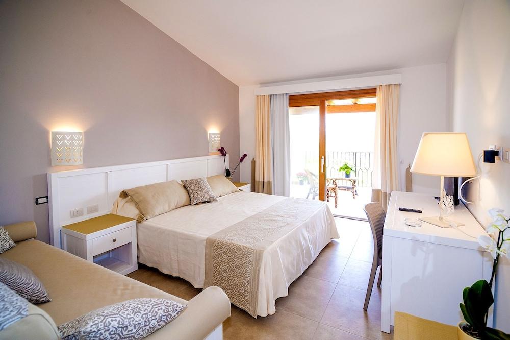 Camere Disneyland Hotel : Stella marina camere sul mare budoni hotel prices expedia