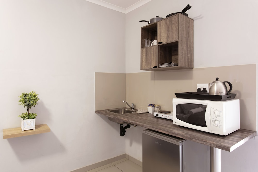 Private Kitchenette, Menlyn Apartments