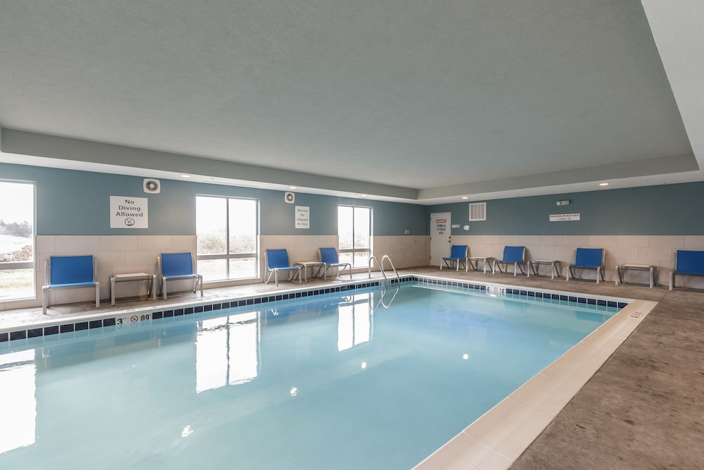 Pool, Holiday Inn Express & Suites South Bend - South, an IHG Hotel