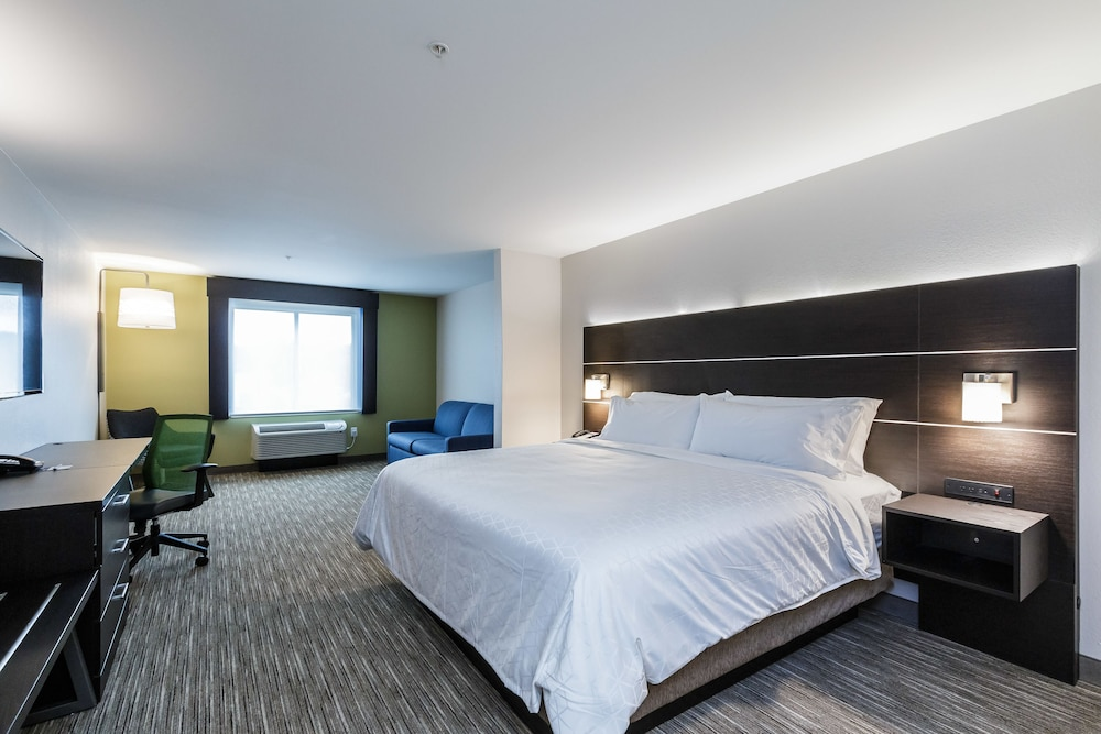 Room, Holiday Inn Express & Suites South Bend - South, an IHG Hotel