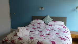 Hypo-allergenic bedding, iron/ironing board, free WiFi, bed sheets