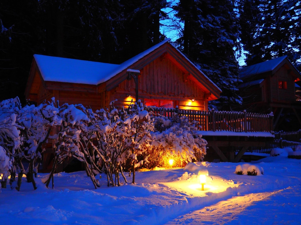 Front of Property - Evening/Night, Les Lodges de Babylone