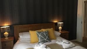 Hypo-allergenic bedding, desk, blackout curtains, free WiFi